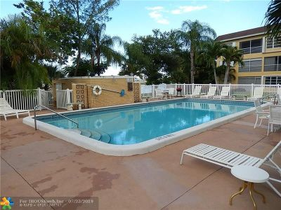 Deerfield Beach Condo/Townhouse For Sale: 4200 Crystal Lake Dr #103