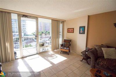 White Egret Condo/Townhouse For Sale: 2200 NE 33rd Ave #6E