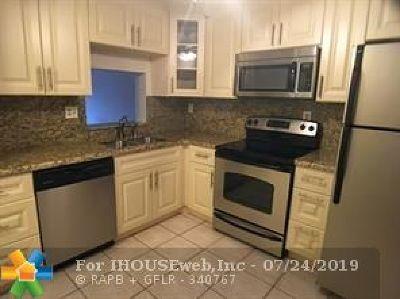 Tamarac Condo/Townhouse For Sale: 8150 W McNab Rd #322