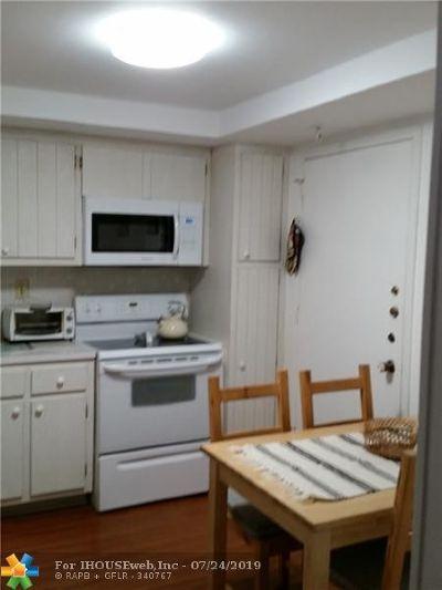 Aventura Condo/Townhouse For Sale: 2780 NE 183rd St #512
