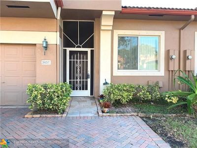 Tamarac Condo/Townhouse For Sale: 10241 Lombardy Dr #10241
