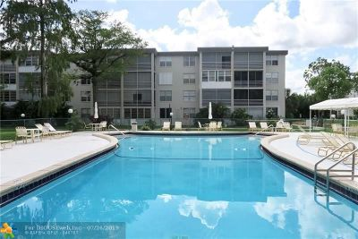 Lauderdale Lakes Condo/Townhouse For Sale: 4899 NW 26th Ct #449