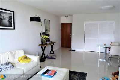 Hollywood Condo/Townhouse For Sale: 3901 S Ocean Dr #8Q