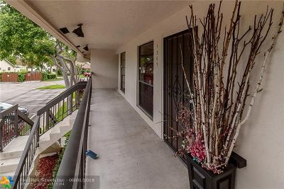 Oakland Forest, Oakland Forest Club, Oakland Forest Club Condo Condo/Townhouse For Sale: 2720 S Oakland Forest Dr #1209