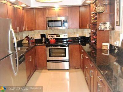 Pompano Beach Condo/Townhouse For Sale: 806 Cypress Grove Ln #407