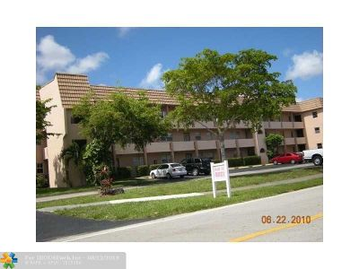 Sunrise Condo/Townhouse For Sale: 8021 Sunrise Lakes Dr #205