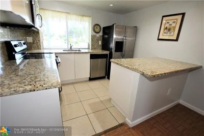 Tamarac Condo/Townhouse For Sale: 9301 Lime Bay Blvd #205