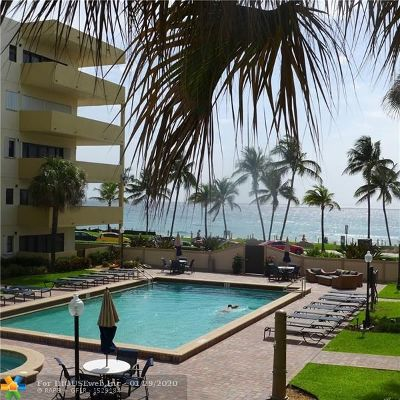 Deerfield Beach Condo/Townhouse For Sale: 330 SE 20th Ave #301