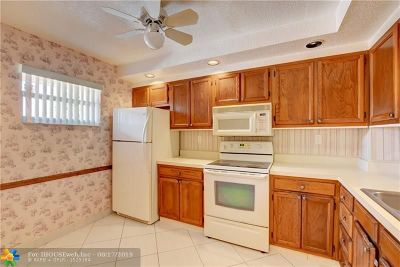 Coral Springs Condo/Townhouse For Sale: 8735 Ramblewood Dr #212
