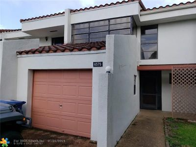 Lauderhill Condo/Townhouse For Sale: 6575 Racquet Club Dr #130