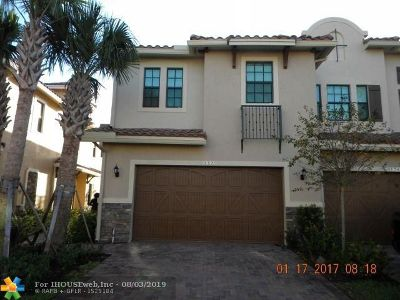 Plantation Condo/Townhouse For Sale: 132 SW 127th Ter #132