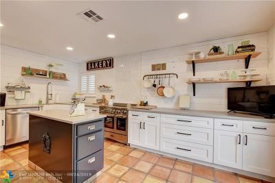 Coral Springs Single Family Home For Sale: 8840 NW 17th Mnr