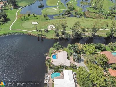 Miami Lakes Single Family Home For Sale: 16403 Loch Ness Ln