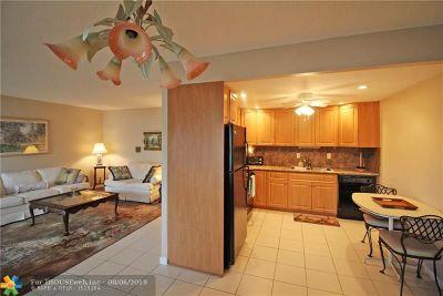 Deerfield Beach Condo/Townhouse For Sale: 1033 Oakridge D #1033