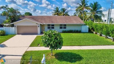 Deerfield Beach Single Family Home For Sale: 2912 SW 13th Dr