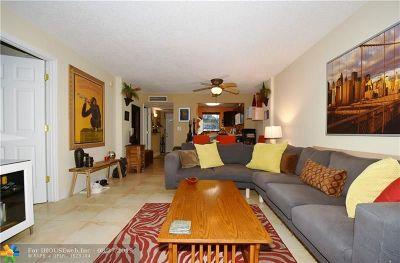 Oakland Park Condo/Townhouse For Sale: 113 Royal Park Dr #1B