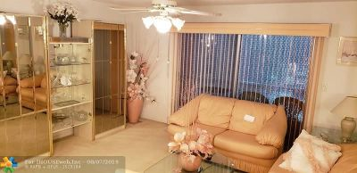 North Lauderdale Condo/Townhouse For Sale: 8100 SW 24th St #306