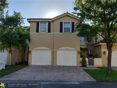 Doral Condo/Townhouse For Sale: 5471 NW 113th Pl #5471