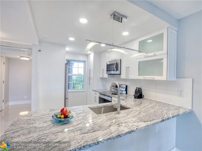 Pompano Beach Condo/Townhouse For Sale: 4015 W Palm Aire Dr #601