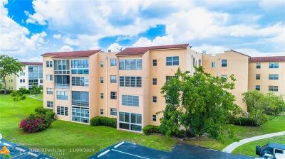 Lauderdale Lakes Condo/Townhouse For Sale: 2821 Somerset Dr #216