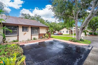 Pembroke Pines Condo/Townhouse For Sale: 9655 NW 15th Ct
