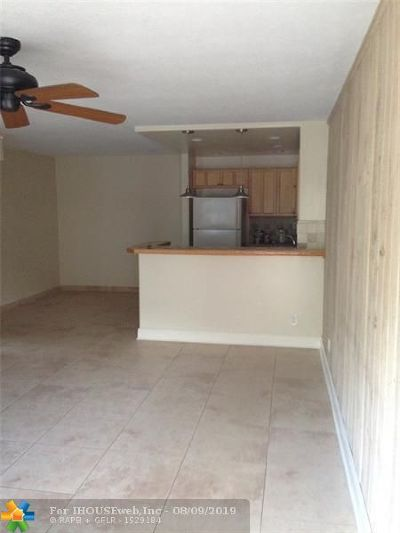 Coral Springs Condo/Townhouse For Sale: 2611 Riverside Dr #6