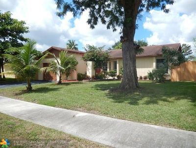 Broward County, Palm Beach County Single Family Home For Sale: 333 NW 40th Ter