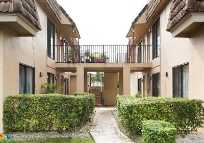 Coral Springs Condo/Townhouse For Sale: 10920 Royal Palm Blvd #10920