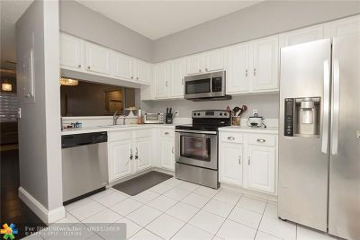 Plantation Condo/Townhouse For Sale: 93 SW 96th Ave
