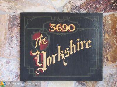 Lauderhill Condo/Townhouse For Sale: 3690 Inverrary Dr #1X