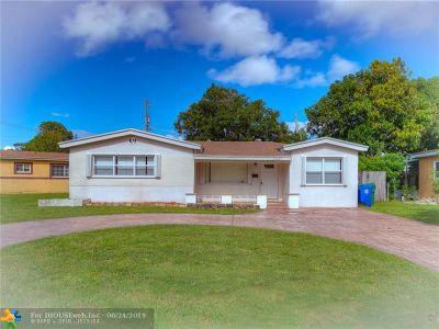 Miramar Single Family Home For Sale: 2430 Bahama Dr