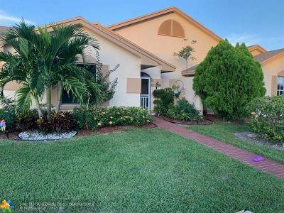 Boca Raton Condo/Townhouse For Sale: 9442 Boca Gardens Pkwy #A