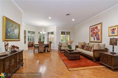 Weston Single Family Home For Sale: 818 Lavender Cir