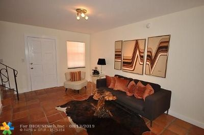 Wilton Manors Condo/Townhouse For Sale: 815 NE 28th St #209