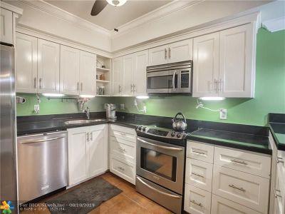 Pompano Beach Condo/Townhouse For Sale: 800 Cypress Blvd #103A