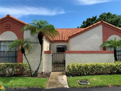 Deerfield Beach Condo/Townhouse For Sale: 13 Independence Ct #13