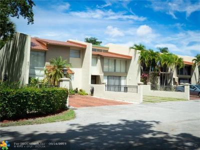 Plantation Condo/Townhouse For Sale: 8811 Gatehouse Rd #7