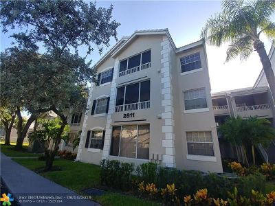 Oakland Park Condo/Townhouse For Sale: 2811 N Oakland Forest Dr #303