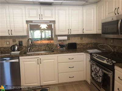 Coconut Creek Condo/Townhouse For Sale: 2102 Lucaya Bnd #D1