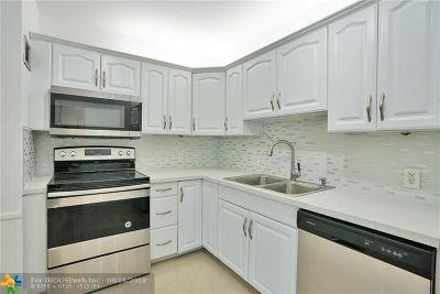 Aventura Condo/Townhouse For Sale: 20100 W Country Club Dr #504