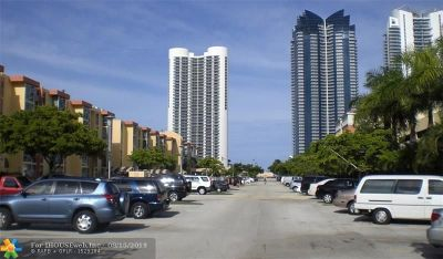 Sunny Isles Beach Condo/Townhouse For Sale: 210 172nd St #244