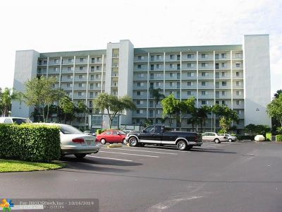 Pompano Beach Condo/Townhouse For Sale: 2238 N Cypress Bend Dr #404