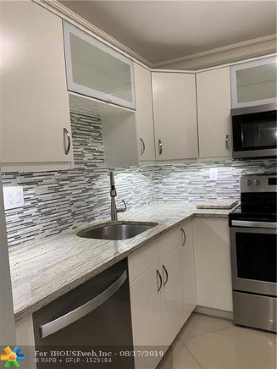 Boca Raton Condo/Townhouse For Sale: 9300 SW 8th St #116