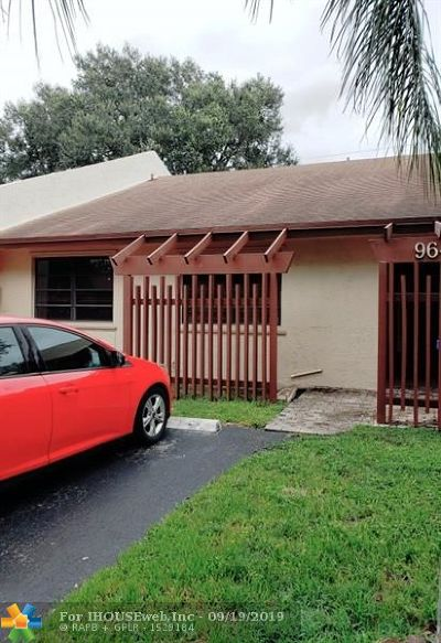 Pembroke Pines Condo/Townhouse For Sale: 9643 NW 16 Ct