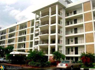 Pompano Beach Condo/Townhouse For Sale: 2851 S Palm Aire Dr #410
