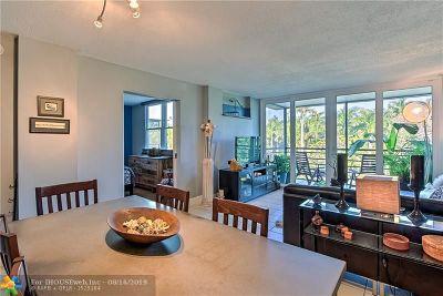 Oakland Park Condo/Townhouse For Sale: 107 Royal Park Dr #4E