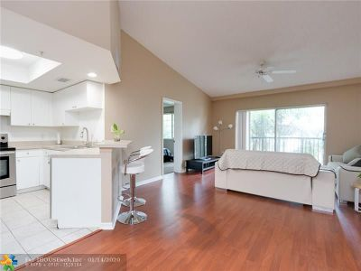 Fort Lauderdale Condo/Townhouse For Sale: 2033 SE 10th Ave #608