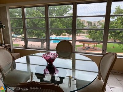 Lauderdale Lakes Condo/Townhouse For Sale: 4270 NW 40th St #301