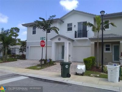 Coconut Creek Condo/Townhouse For Sale: 6994 Pines Circle #55