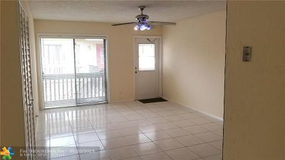Coral Springs Condo/Townhouse For Sale: 2601 NW Riverside Dr #7